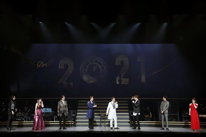 明治座2021年1月『NEW YEAR'S Dream』舞台写真(左から渡辺大輔、平野綾、吉野圭吾、北翔海莉、玉野和紀、大野拓朗、新納慎也、咲妃みゆ)