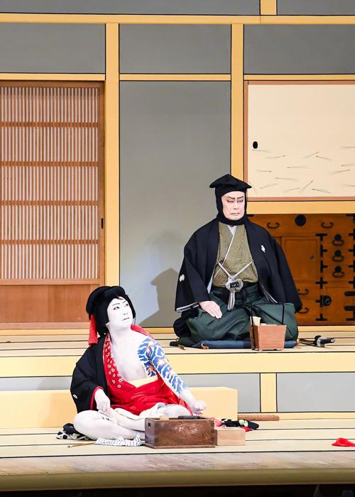 『弁天娘女男白浪』(偶数日)左から、弁天小僧菊之助=市川猿之助、日本駄右衛門=松本白鸚
