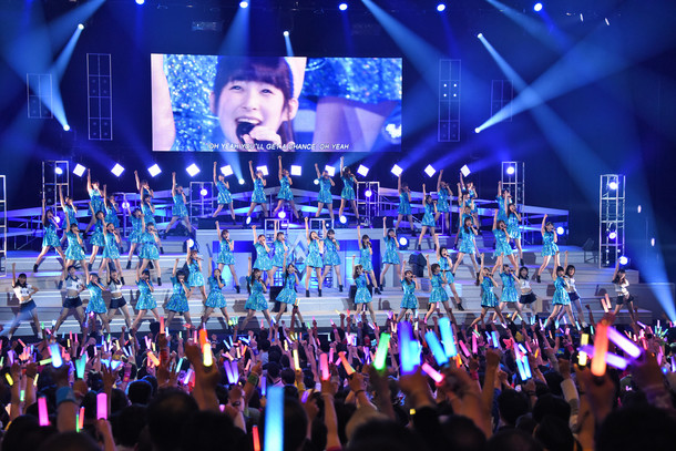 「Hello! Project 2017 WINTER ~Crystal Clear~」初日公演の様子。
