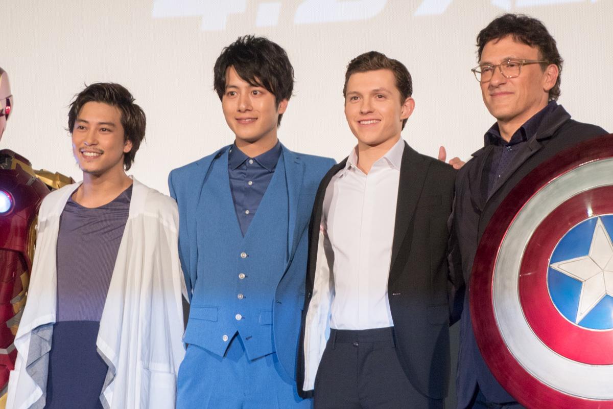 左から、佐野岳、溝端淳平、トム・ホランド、アンソニー・ルッソ監督