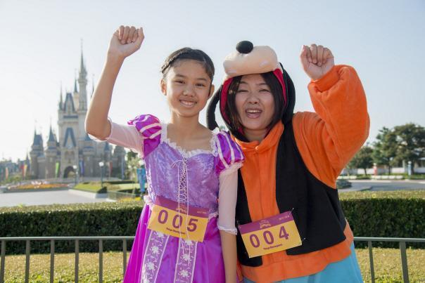 インタビューに答えてくれた秋沢さん母娘 (C)Disney