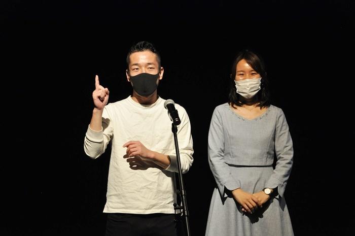 『E9アートカレッジ第1期公演』は、京都最大級の会員数を誇るコワーキングスペース[コラボアースE9]を利用するビジネスパーソンたちの、実際のエピソードや心境を芝居仕立てで見せる作品。