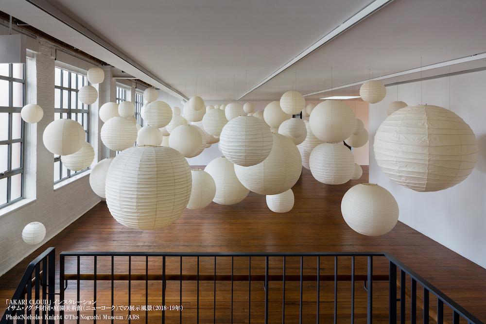 「AKARI CLOUD」インスタレーション イサム・ノグチ財団・庭園美術館(ニューヨーク)での展示風景(2018-19年) Photo:Nicholas Knight (C)The Noguchi Museum /ARS