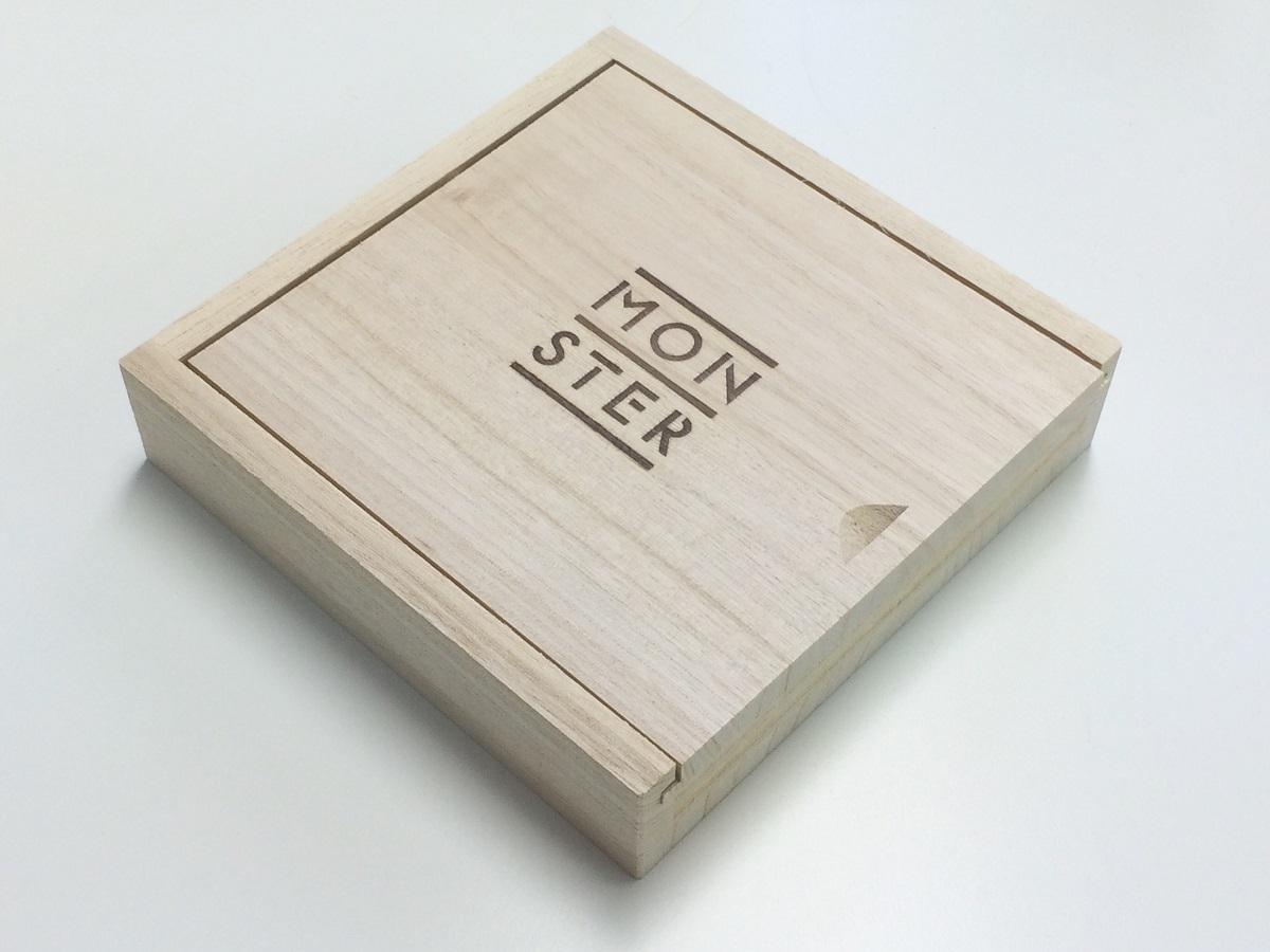 小谷美紗子『MONSTER』特別「木の箱」仕様盤