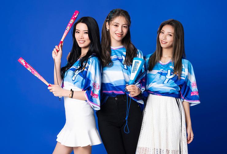 イベントアンバサダーを務めるE-girls・Happinessの楓、SAYAKA、Happinessの川本璃 (c)YDB