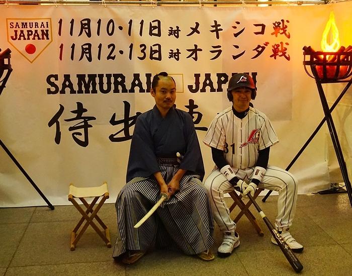 一般参加でお越しの「もしもマサヒコ」さんと一緒に写真を撮る「お侍ちゃん」