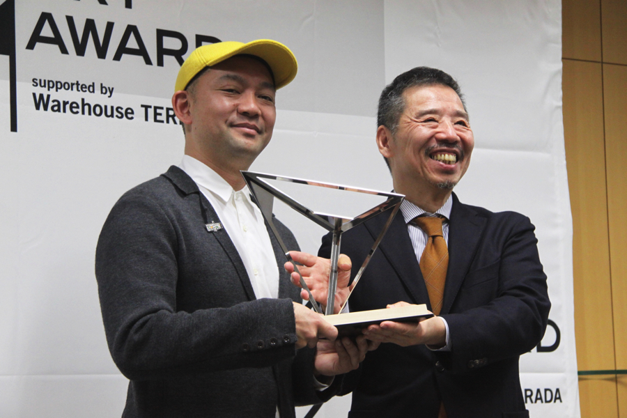 (左から)小金沢健人、秋元雄史