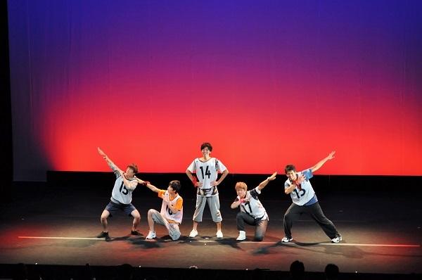 演技に続くダンスでもチームごとに様々な振付が工夫された