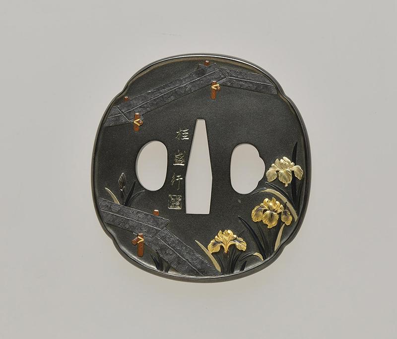 《八ッ橋図 鐔》昭和51(1976)年 四分一・金・赤銅・鉛・銅 個人蔵