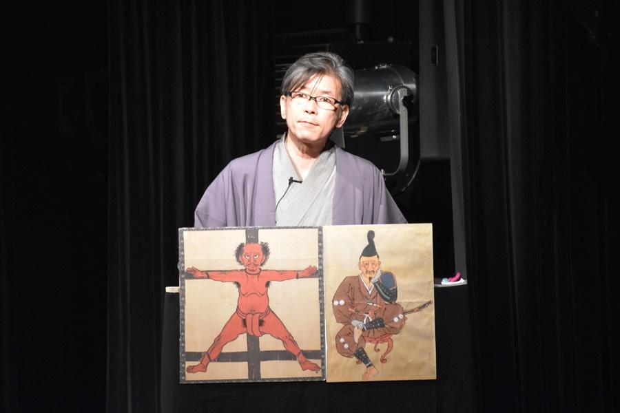 藤村源五郎一座『戦国褌烈伝』(2015年)より。講談師の嬉野雅道。 (C)藤村源五郎一座