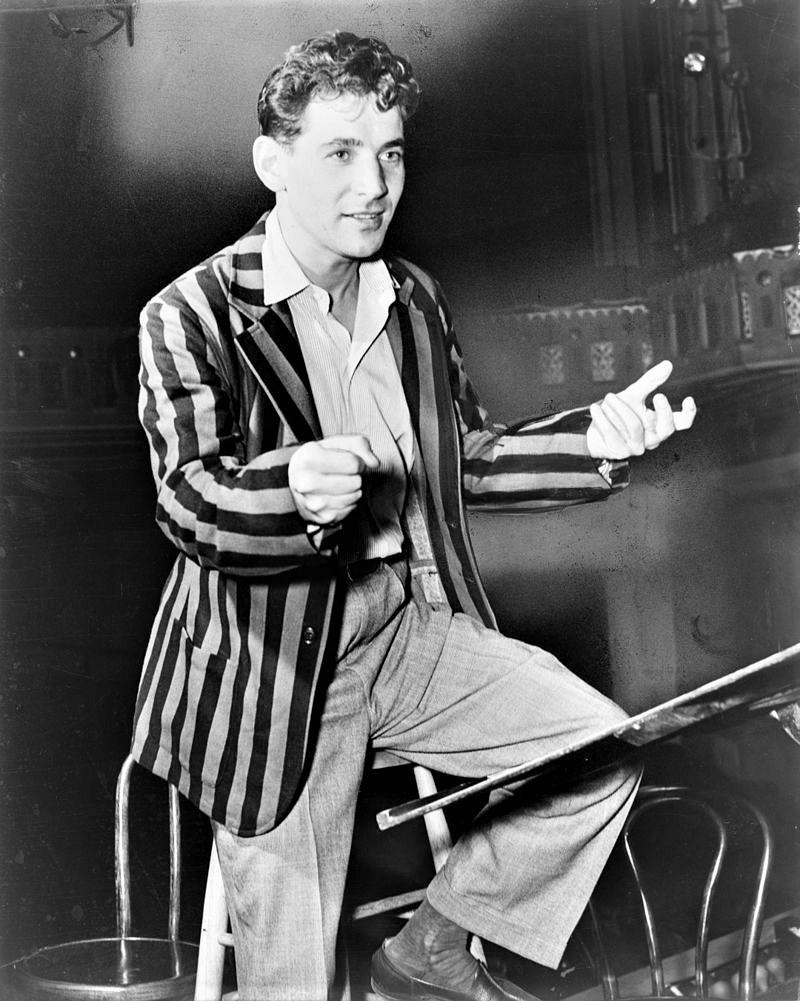 ニューヨーク・フィルを指揮するレナード・バーンスタイン(1945年)