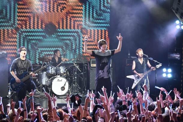 「SPYAIR LIVE in SEOUL ~I'M A BELIEVER 2015 AGAIN!」の様子。(写真提供:ソニー・ミュージックアソシエイテッドレコーズ)