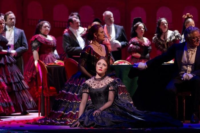椿姫 LA TRAVIATA. Ermonela Jaho in La traviata.  (c) ROH Johan Persson (2010)