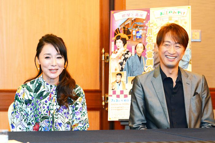 喜多村(右)のコメントに「さりげなくプレッシャーをかけられましたね」と浅野(左)。七月名作喜劇公演「紺屋と高尾」