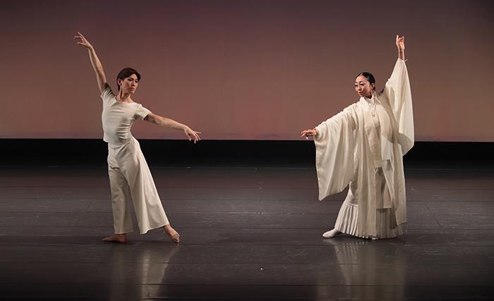 『Lumières de l 'Est~東方からの光~』(左から)緑間玲貴、柳元美香 (撮影:仲程長治)