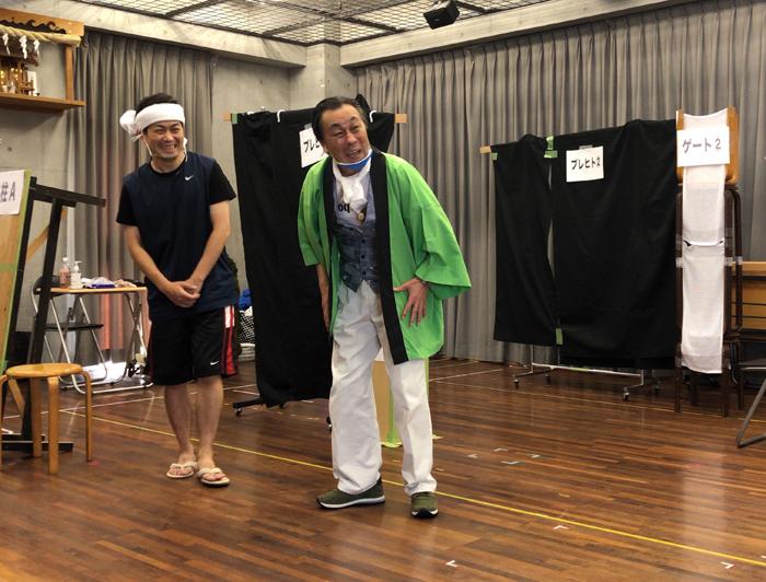 『夜鷹と夜警』稽古模様 (左から)佐藤銀平、佐藤B作