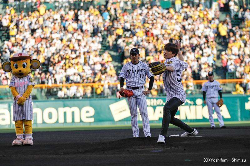 JUNG KOOK 始球式で投球 撮影=Yoshifumi Shimizu
