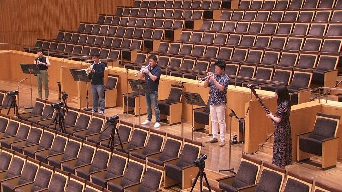 無人のコンサートの幕開けは 金管楽器と木管楽器・5名による ムソルグスキー「展覧会の絵」から「プロムナード」