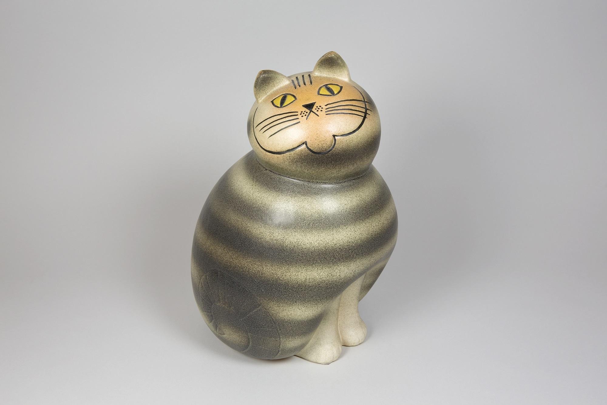 「ネコのミア(大きな動物園シリーズ)」1990年(オリジナルは1966年)©Lisa Larson/Alvoro Campo