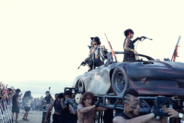 VAMPS「BEAST PARTY」8月23日公演の様子。