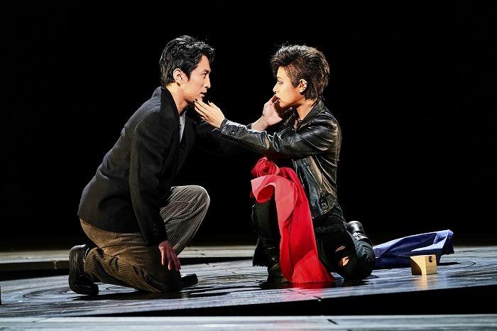 『森 フォレ』左から:成河 瀧本美織 撮影:細野晋司