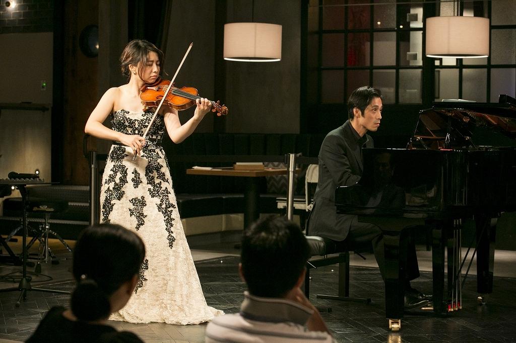松田理奈(ヴァイオリン)、斎藤 龍(ピアノ) 撮影=鈴木久美子