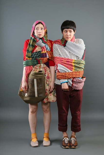 「グレーテルとヘンゼル」宣伝ビジュアル(左から土居志央梨、小日向星一) 撮影:宮川舞子