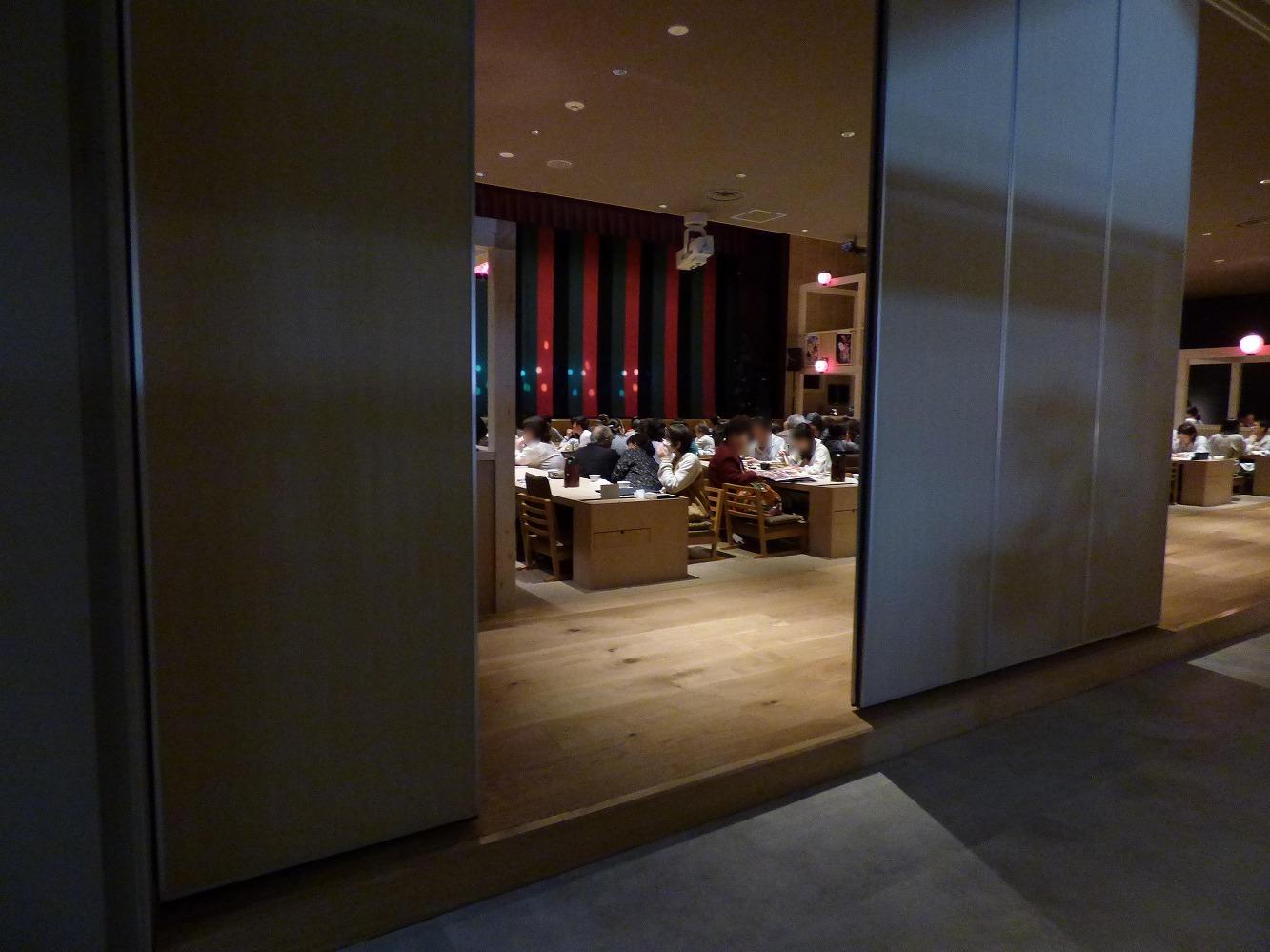 大衆演劇が観られる広間の前の扉