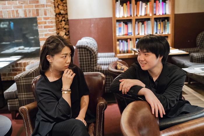 松田理奈(左)、藤田真央(右)