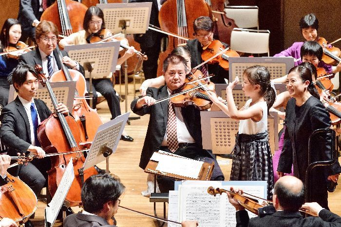 プロのオーケストラを指揮できるなんて、稀少な経験だ (c)青柳聡