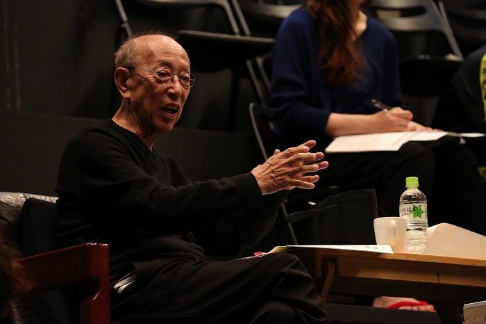 2013年5月 さいたまゴールド・シアター第6回公演『鴉よ、おれたちは弾丸をこめる』 撮影:宮川舞子