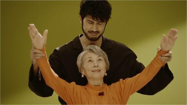 平井堅「君の鼓動は君にしか鳴らせない」ミュージックビデオのワンシーン。