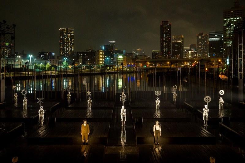 維新派『透視図』 photo:Yoshikazu Inoue