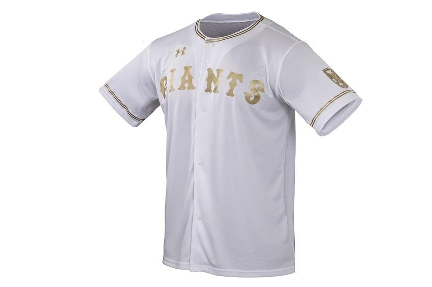 胸の「GIANTS」の文字や襟元と袖のライン、袖のチャンピオン・エンブレムがゴールドに