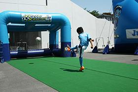スタジアム周辺にはキックターゲットやスライダーといった遊具が設置される