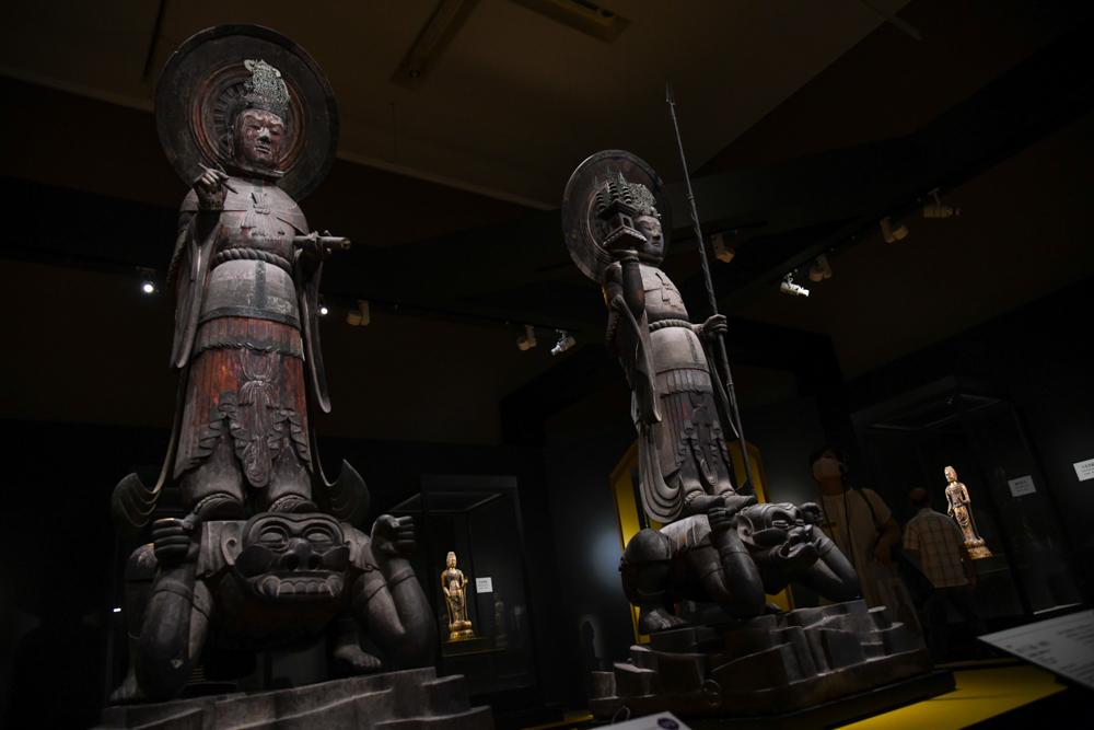 《四天王立像 広目天》《四天王立像 多聞天》 ともに飛鳥時代(7世紀) 奈良・法隆寺蔵