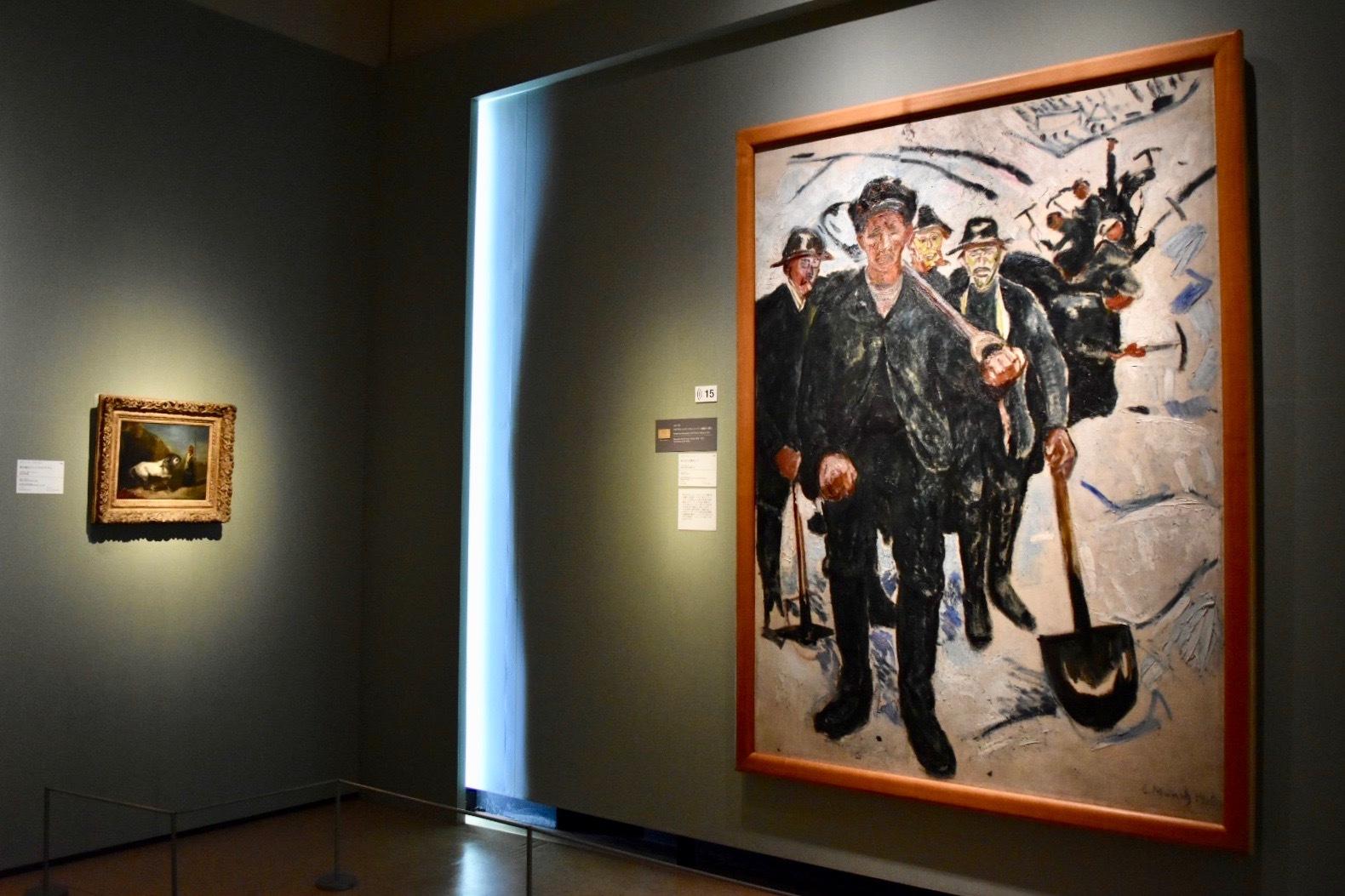 右:エドヴァルド・ムンク 《雪の中の労働者たち》 1910年 個人蔵(国立西洋美術館に寄託) 左:ウジェーヌ・ドラクロワ 《馬を連れたシリアのアラブ人》 1829年頃 国立西洋美術館蔵