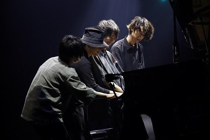 2020年7月には同じく動画配信等で活躍するピアニスト3名とともに配信ライブを開催(『NEO PIANO CO.LABO.』撮影:福岡諒祠)