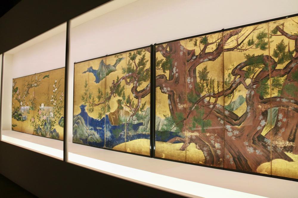右:檜図屛風 狩野永徳筆 安土桃山時代・天正18年(1590) 東京国立博物館蔵