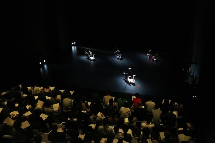 山下残『そこに書いてある』DANCE NEW AIR 2014 @ Spiral Hall [撮影]Yoichi Tsukada
