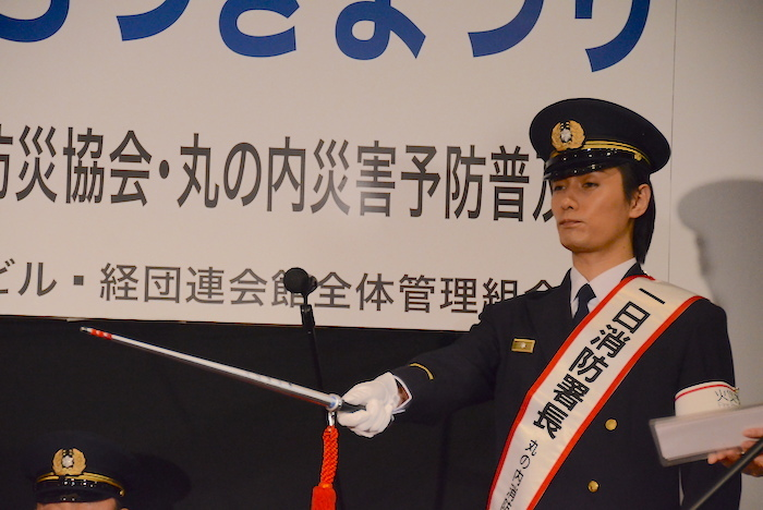 指揮をとる加藤和樹