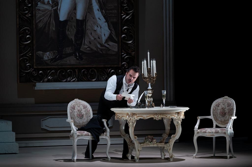 オペラ『エウゲニ・オネーギン』 写真:寺司正彦