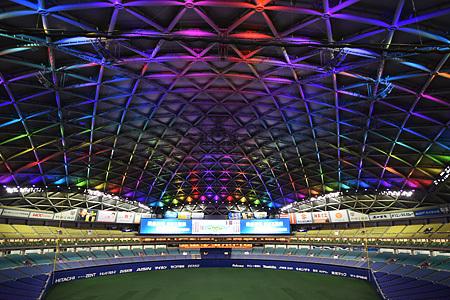 ナゴヤドームでは照明をLEDに変更され、光の演出が可能となっている