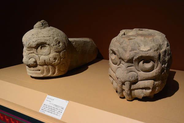 《テノンヘッド》  チャビン文化(紀元前1300年頃〜前500年頃)ペルー文化省・国立チャビン博物館所蔵