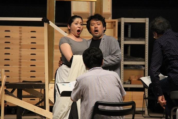 トスカ役の並河寿美とカヴァラドッシ役の松本薫平 (C)H.isojima