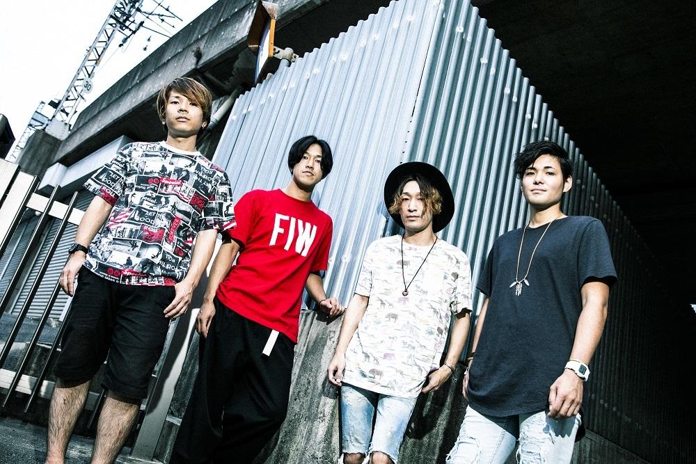 Kazuya(Vo/ G)、cubs(B)(Sunrise In My Attache Case)×ISATO (Vo)、Daiki (Vo/Gt)(LOCAL CONNECT)