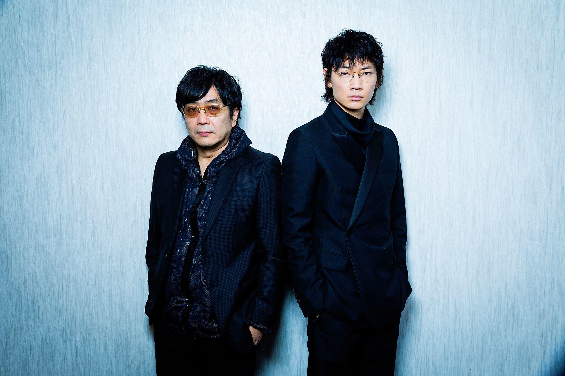 左から、大友啓史監督、綾野剛 撮影=鈴木久美子