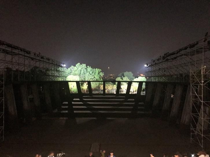 維新派 『AMAHARA~當臺灣灰牛拉背時』終演直後の劇場 [撮影]吉永美和子