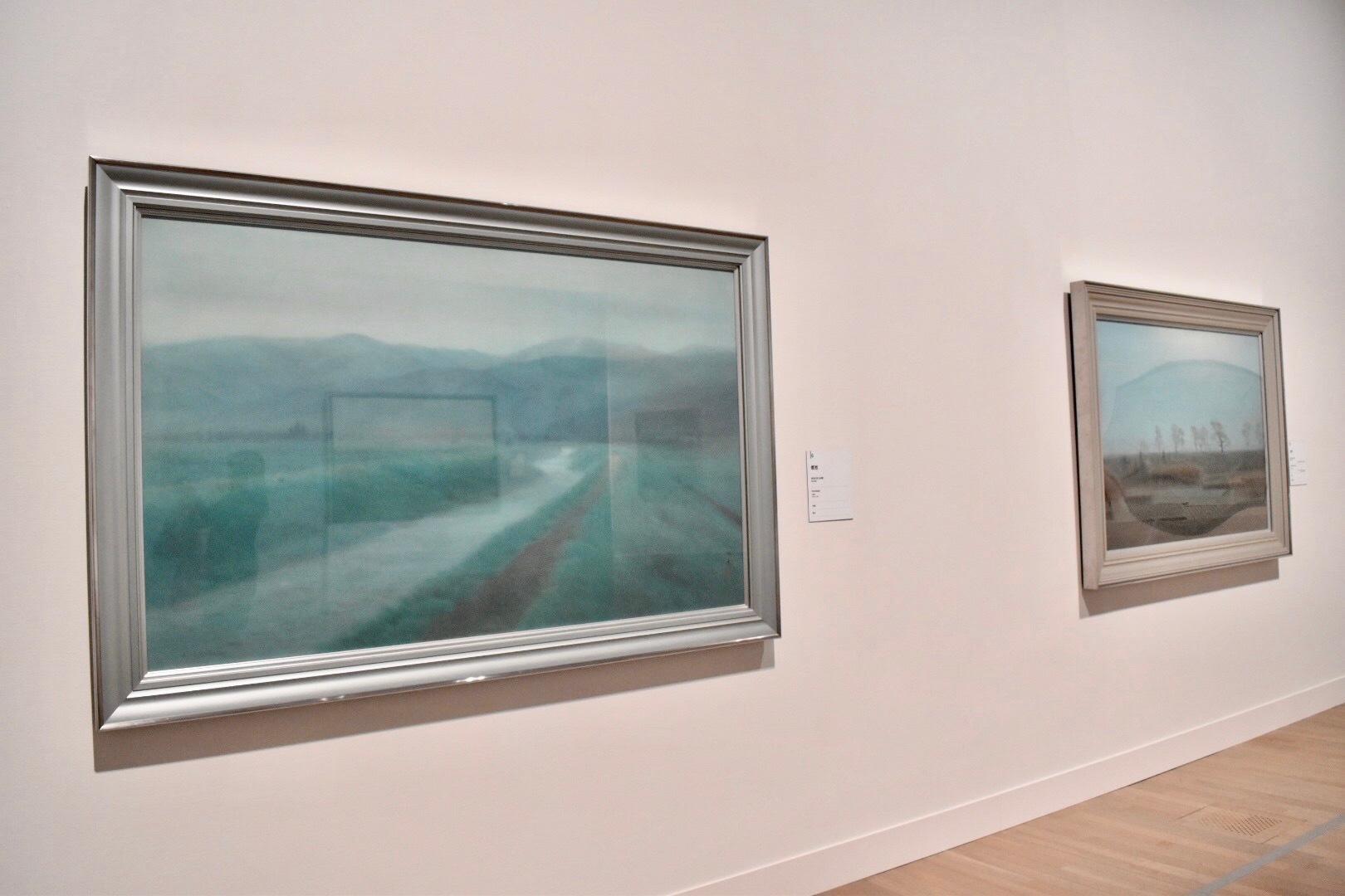 左:《郷愁》 昭和23年 右奥:《月宵》 昭和23年 香川県立東山魁夷せとうち美術館蔵