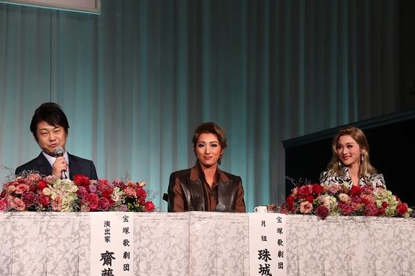 (左から)齋藤吉正、珠城りょう、美園さくら